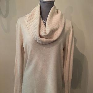 Vineyard Vines Ivory/Taupe cowlneck sweater